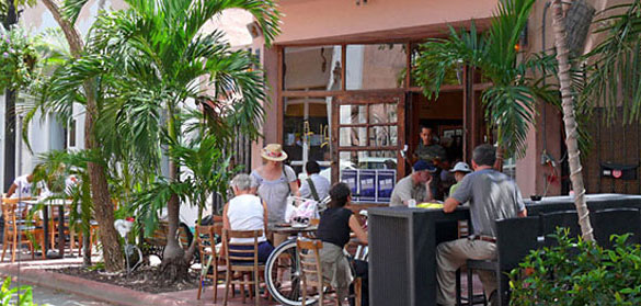A la Folie on Espanola Way