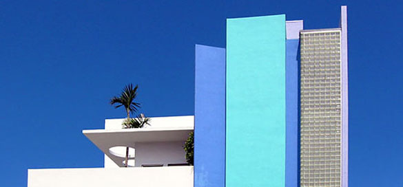 Collins Avenue hotels below 15th Street in South Beach are one block from the ocean.North of 15th they are oceanfront.