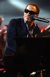 Lenny Kravitz perfroms at MTV's Latin VMA