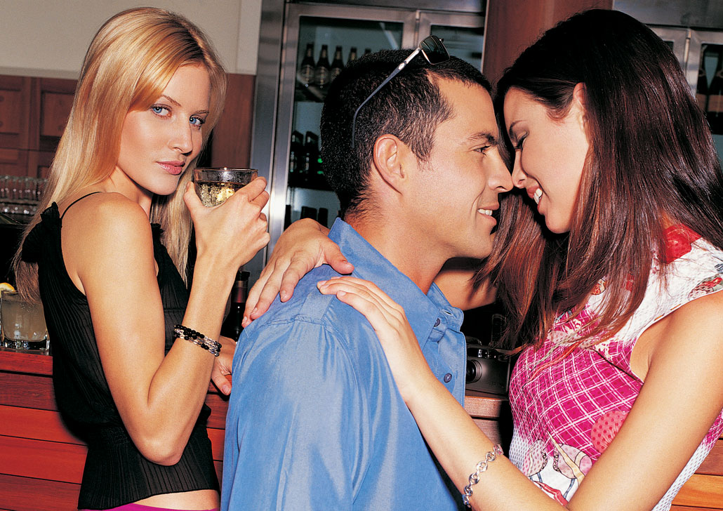 766aea35b5 Girl's Guide to South Beach Nightlife | South Beach Magazine