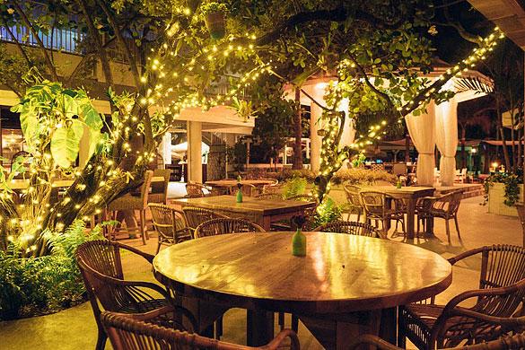 Cafe Nikki On South Beach