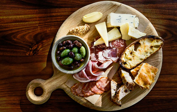 Complimentary Italian bar bites at Market at EDITION