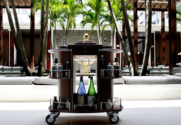For cocktails on the go, track down Jaya's dedicated Beer & Sake Cart at the Setai Hotel